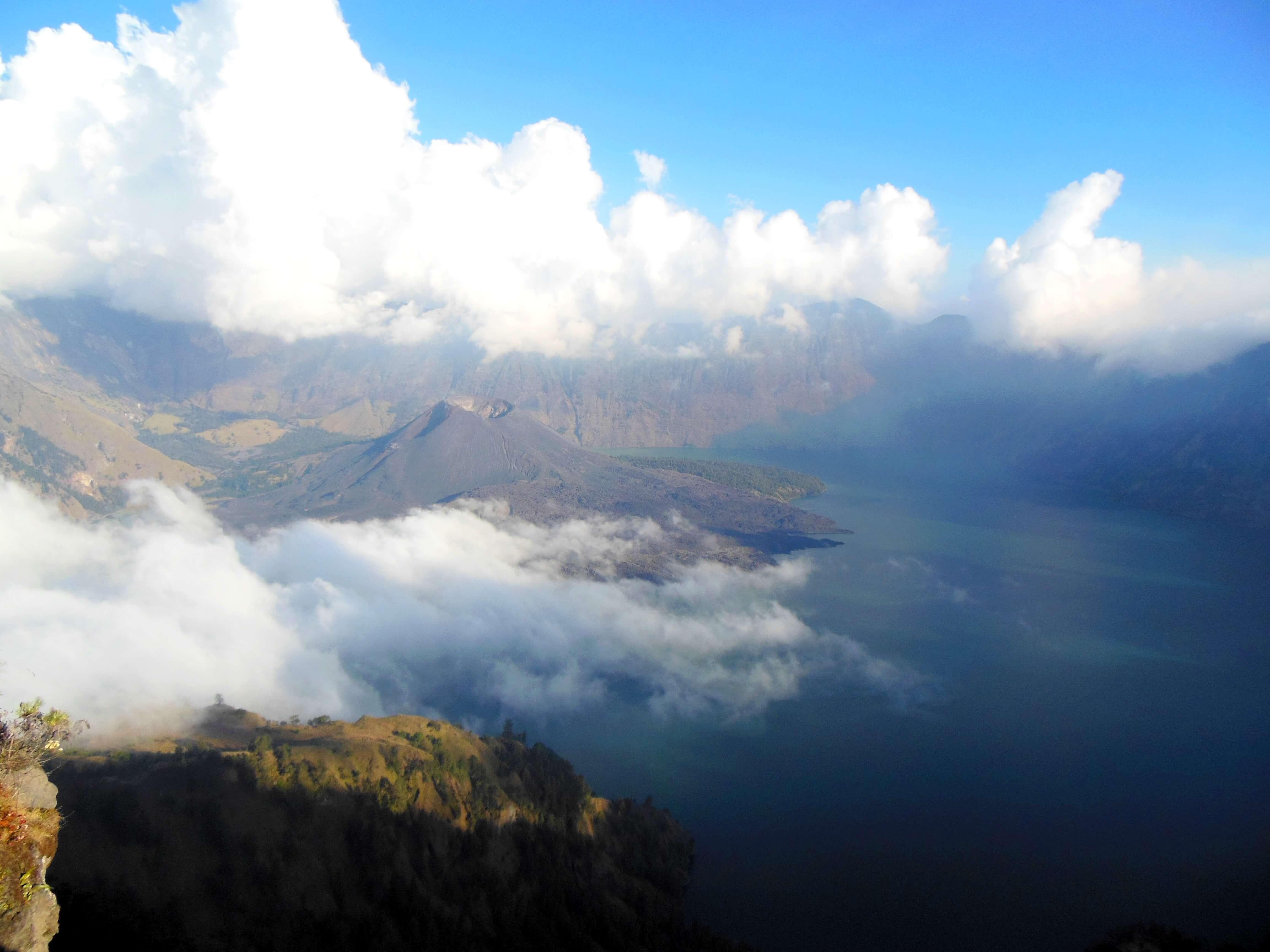 Blick in den Krater des Vulkans