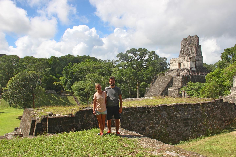 Vor dem Tempel II
